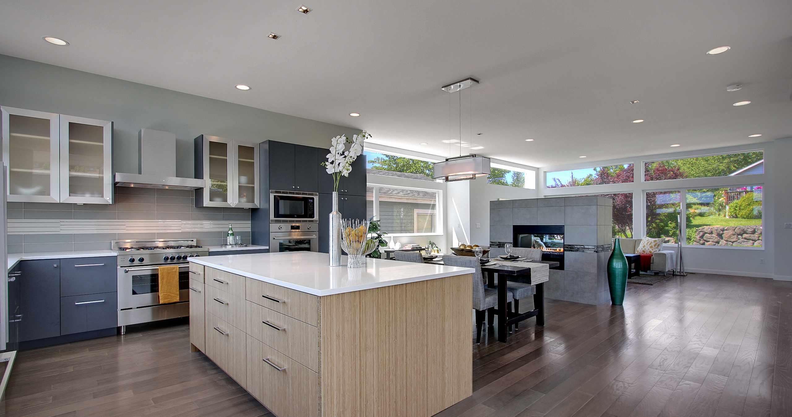 Modern Kitchen, Kitchen Island, Stainless Steel Appliances, Modern Cabinets