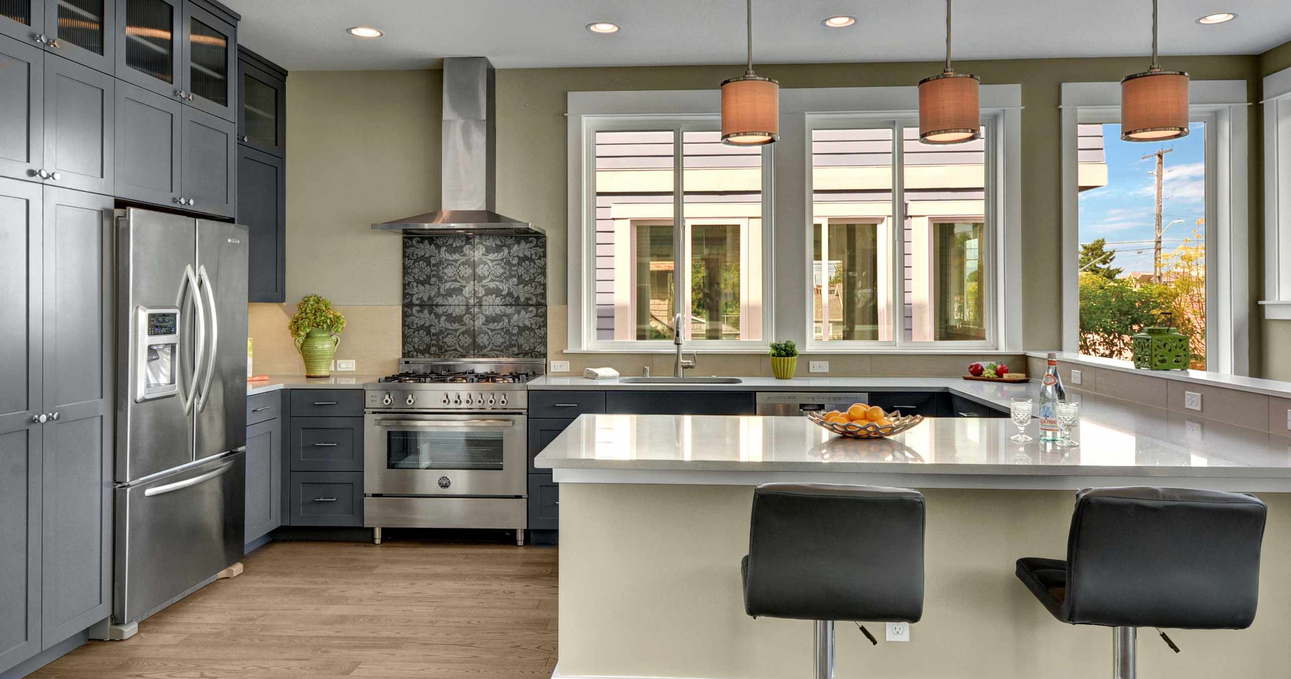 Modern Kitchen, U shape Kitchen, Stainless Steel Appliances, Modern Cabinets