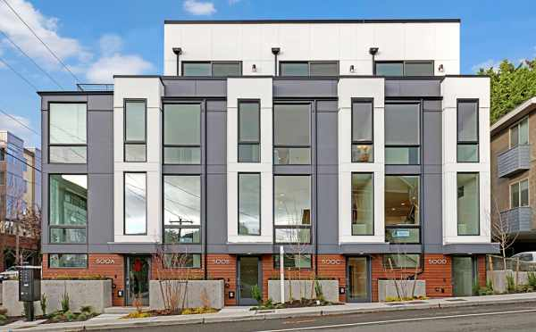 Exterior of the Avery Townhomes in Green Lake