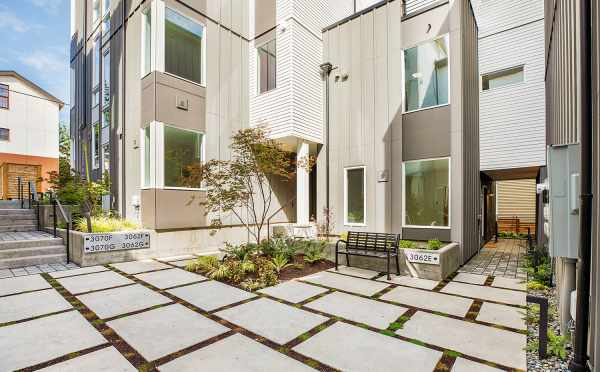 Courtyard at the Isla Townhomes in West Seattle