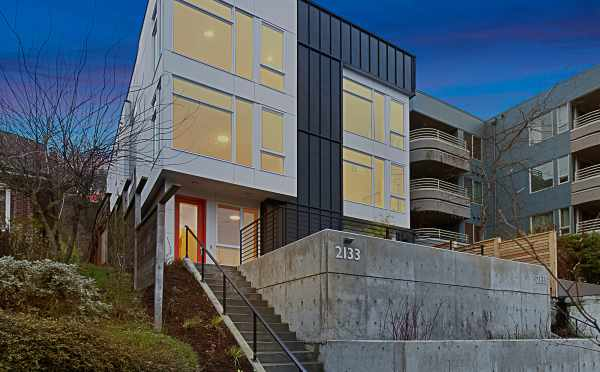 Exterior of 2133 Dexter Ave N of the Twin II Townhomes in East Queen Anne
