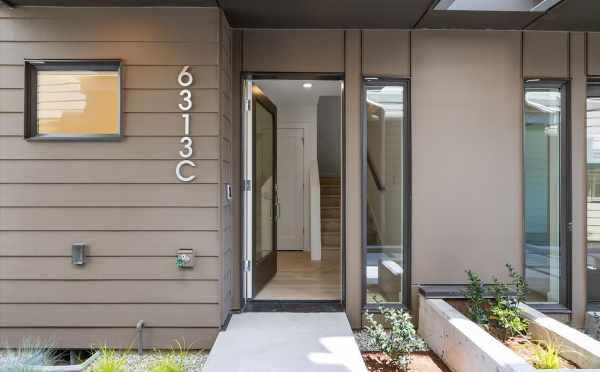 Front Door of 6313C 9th Ave NE in Zenith Towns West