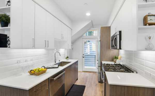 Kitchen at Verde Towns 2 by Isola Homes
