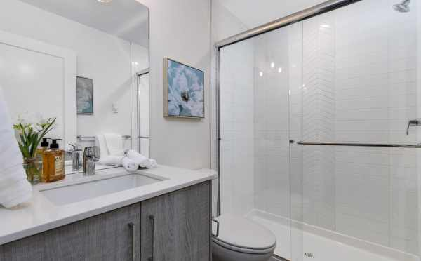 First Floor Bathroom at 11518A NE 87th St