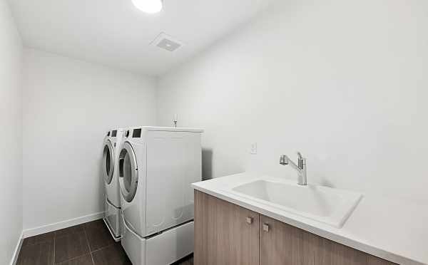 Laundry Room of 2133 Dexter Ave N