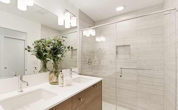 Master Bathroom at 3537 Wallingford Avenue N