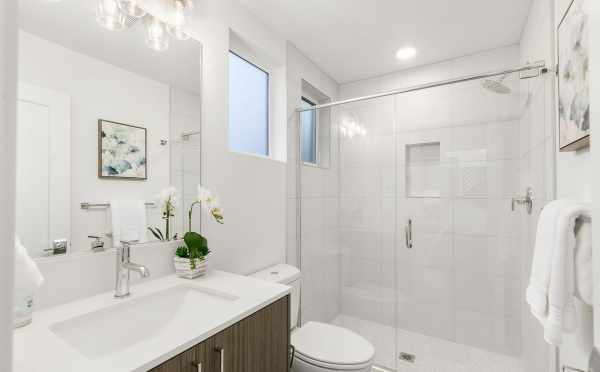 Owner's Suite Bath at 418F 10th Ave E