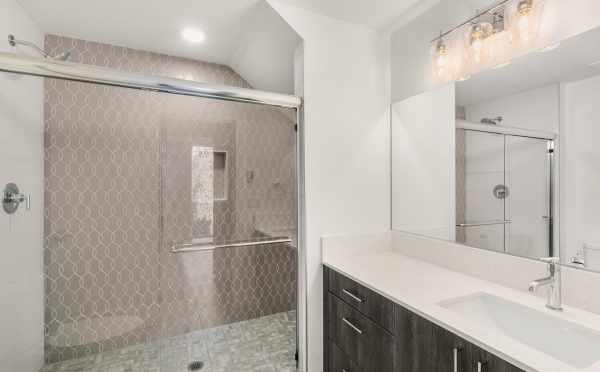 Owner's Suite Bath at 3232 Malden Ave E