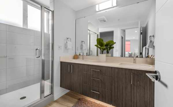 Owner's Suite Bath at 8559 Mary Ave NW