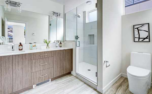 Owner's Suite Bath at 14339E Stone Ave N
