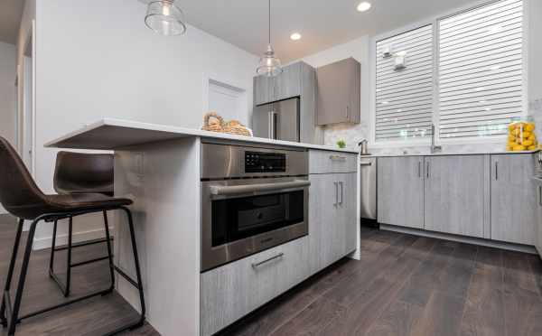 Microwave in the Kitchen at 11518A NE 87th St