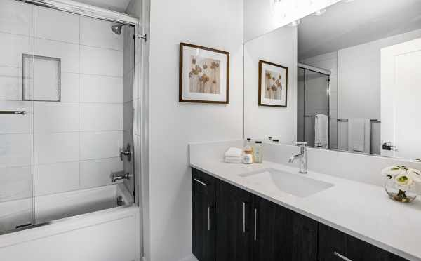 Owner's Suite Bath at 2308 W Emerson St in the Walden Townhomes