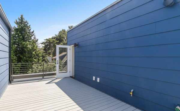 Rooftop Deck at 2508 Everett Ave E