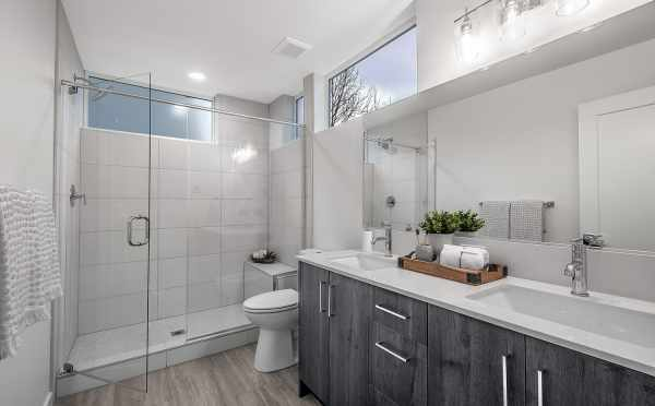 Owner' Suite Bath at 1113F 14th Ave, One of the Corazon North Townhomes