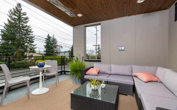 Covered Deck at 11518A NE 87th St