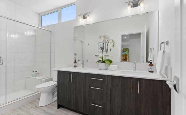 Owner's Suite Bath at 212E 18th Ave in Amber of the Cabochon Collection