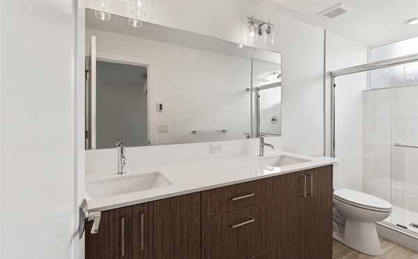 Owner's Suite Bath in 7213 5th Ave in Verde Towns 3