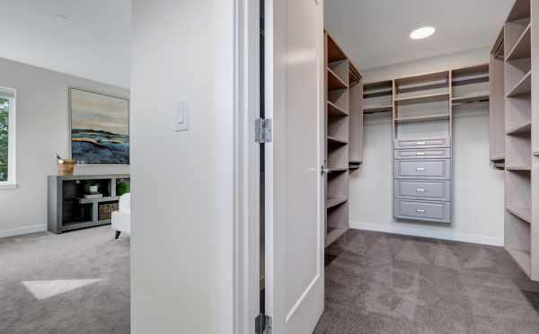 Master Closet at 11518B NE 87th Street
