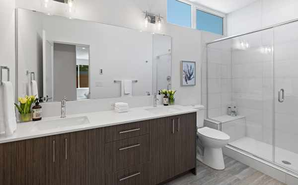 Owner's Suite Bath at 212B 18th Ave