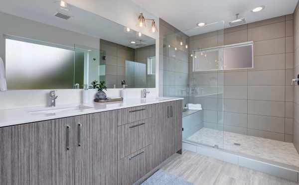 Master Bathroom at 11518B NE 87th Street