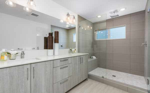 Master Bathroom at 11518A NE 87th St in Piccadilly Point
