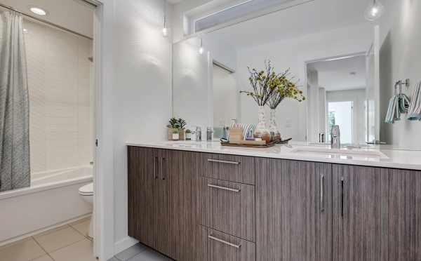 Bathroom on the Third Floor of 11518B Ne 87th Street