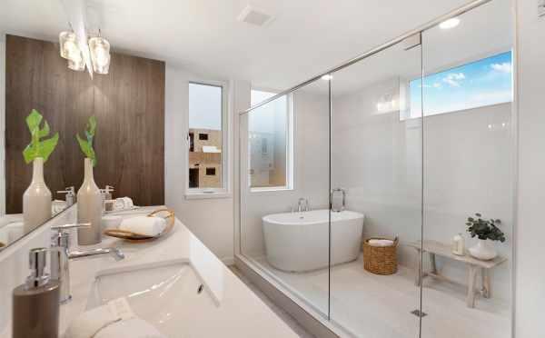 Owner's Suite Bath at 807 N 47th St
