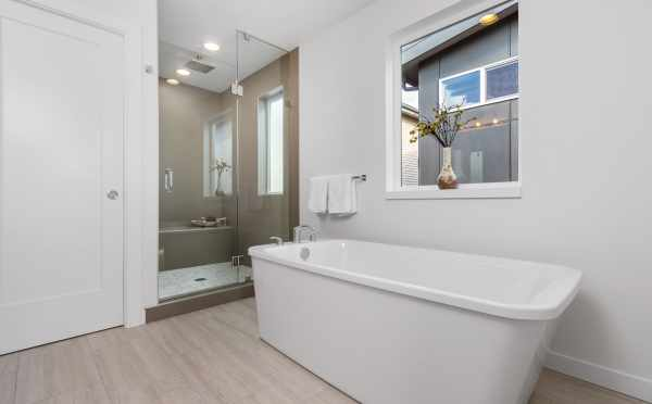 Freestanding Tub in the Master Bath at 11514B NE 87th St