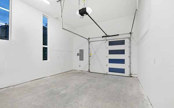 Single Car Garage at 2133 Dexter Ave N