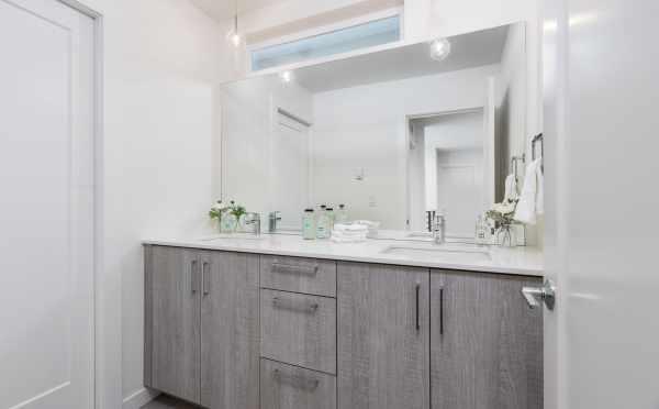 Third Bathroom at 11518A NE 87th St