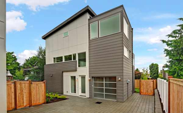 Modern by Isola Homes